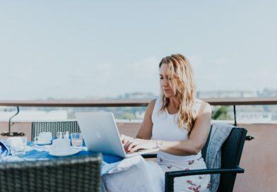 Zeit- und ortsunabhängiges Arbeiten: wie digitale Nomaden selbstbestimmt leben und arbeitstätig wie jeder Andere sind